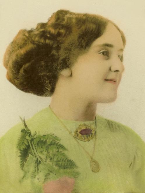 Anna May Dillion